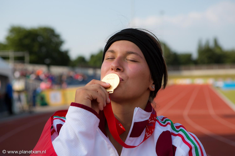 Winnares kogelslingeren European Youth Olympic Festival. Medaille bevat een druppel 'goed goud'.